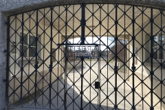 De toegangspoort van concentratiekamp Dachau